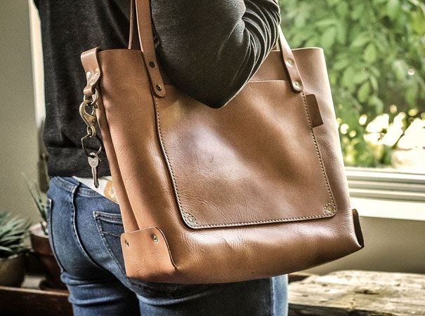 leather sling tote manufacturer in De-Smet